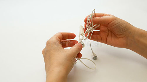 Untangling Knotted Wires