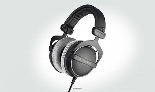 Closed-back headphones (No audio to the outside world)